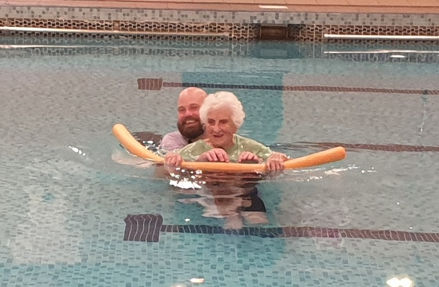 103-year-old Lillian rediscovers her love for swimming